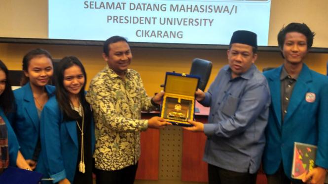 Wakil Ketua DPR RI Fahri Hamzah menerima mahasiswa President University Cikarang