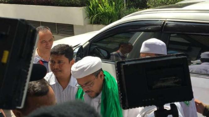 Ilustrasi buronan kasus dugaan pornografi, Habib Rizieq di Jakarta.