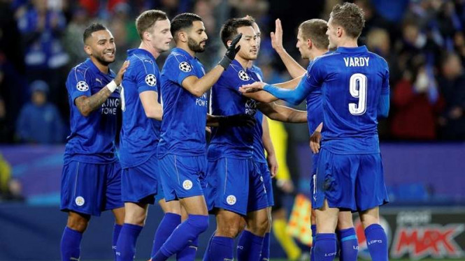 Para pemain Leicester City merayakan gol.