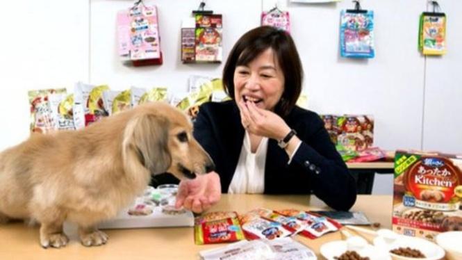 Tukang cicip makanan anjing di Jepang