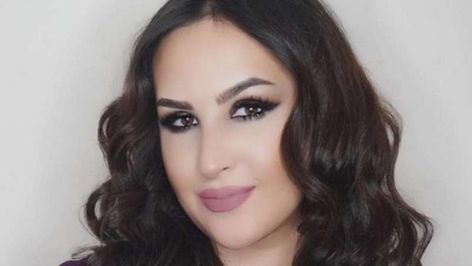 Blogger Kecantikan Ini Mengeriting Rambut Pakai Garpu – VIVA 2ed68a689d