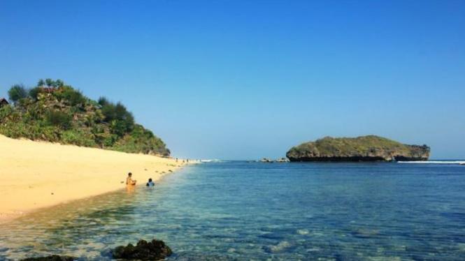 Pantai Sundak, Gunungkidul, Yogyakarta.