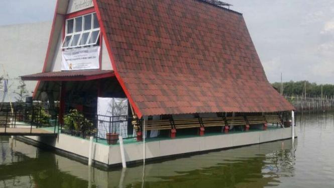 Bangunan apung tambak Lorok Semarang