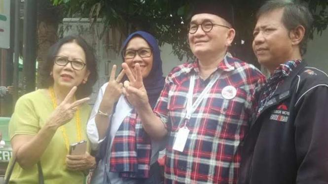 Ruhut Sitompul saat foto selfie bareng warga Cipete, Jaksel.