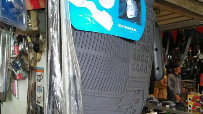 Karpet mobil aftermarket.