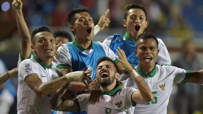 Pemain Timnas Indonesia rayakan gol.