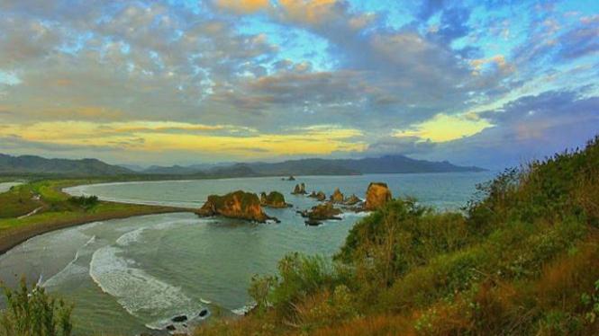 Pantai Payangan, Jember, Jawa Timur.