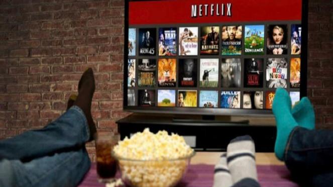 Ilustrasi menonton film-film Netflix.