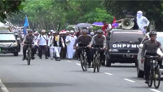 Ribuan umat Muslim di Ciamis longmarch ke Jakarta untuk ikut Aksi 212