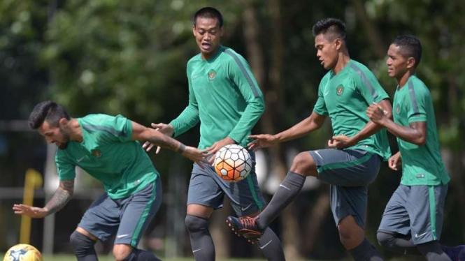 Sesi latihan Timnas Indonesia di Piala AFF 2016