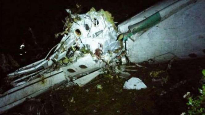Puing pesawat tim sepakbola Brasil yang jatuh di Kolombia.