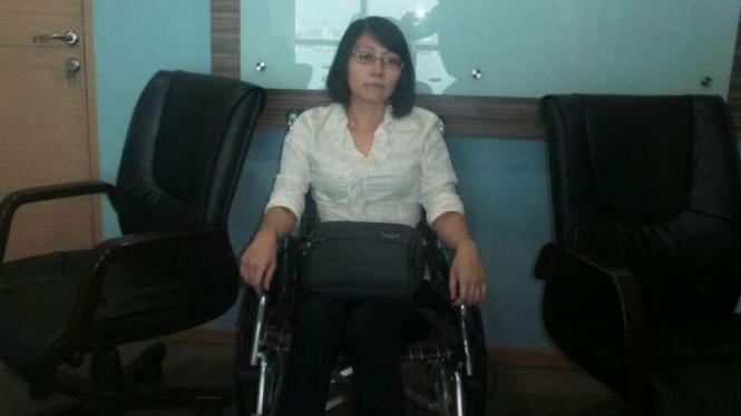 Guru Rosita di kursi roda