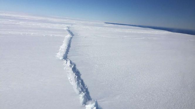 Lapisan es di Pine Island, wilayah barat Antartika.