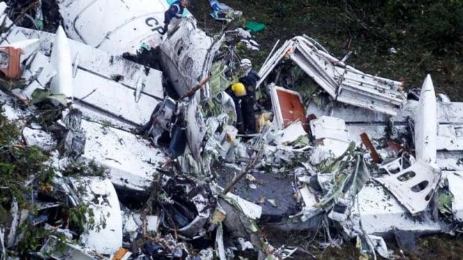 Pesawat pembawa tim sepakbola Chapecoense jatuh di Kolombia.