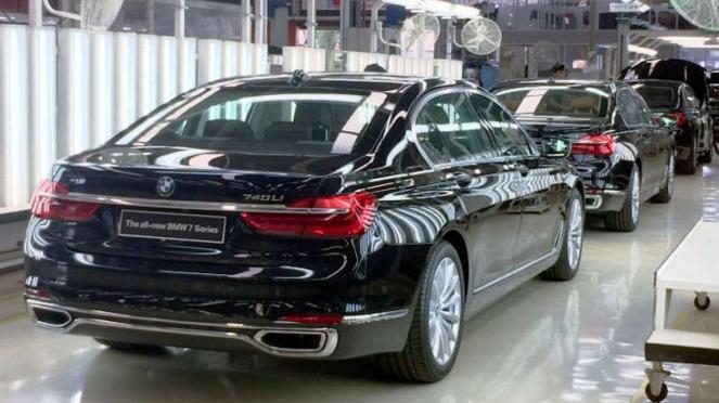 BMW 730Li rakitan dalam negeri.
