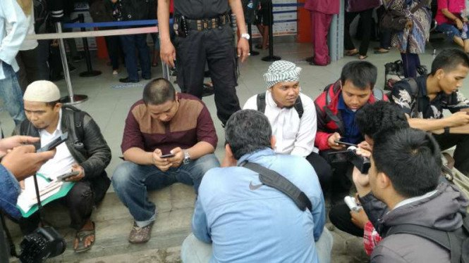 Peserta demonstrasi bertajuk Aksi Bela Islam III asal Semarang memilih berangkat ke Jakarta dengan menumpang kereta api pada Kamis, 1 Desember 2016.