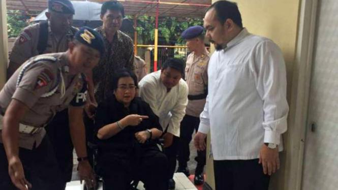 Rachmawati Soekarnoputri saat ditangkap polisi 2 Desember 2016 karena dituduh mau makar.