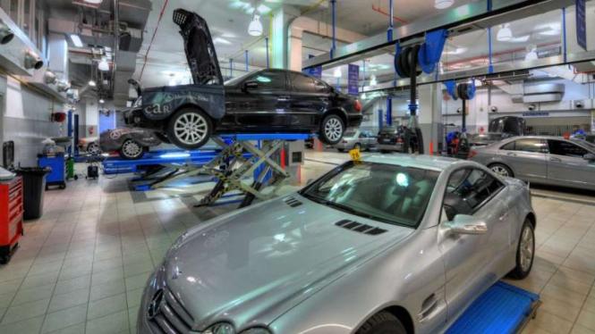 Bengkel servis Mercedes-Benz.