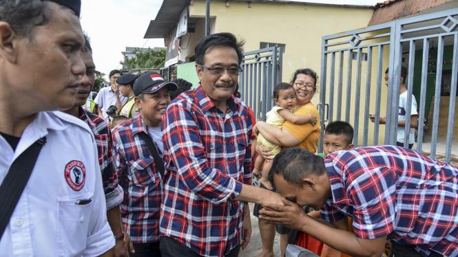 Djarot Saiful Hidayat sapa warga di Kampung Makassar beberapa waktu lalu.