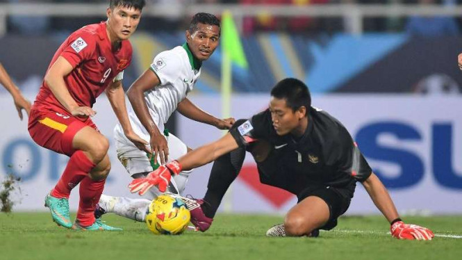 Kiper Timnas Indonesia, Kurnia Meiga Hermansyah, di Piala AFF 2016