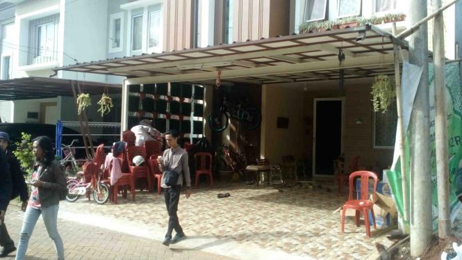 Rumah Ajun Komisaris Polisi Safran, salah satu korban pesawar Polri jatuh