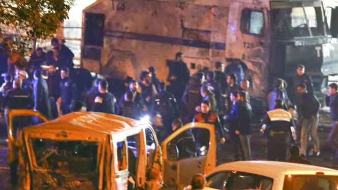 Bom di dekat stadion Besiktas, Turki