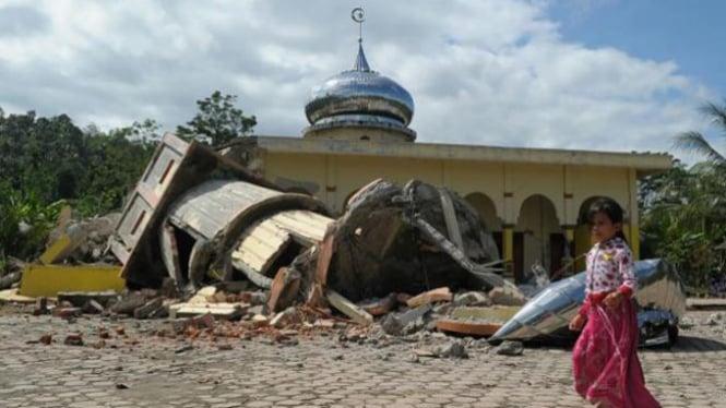 Salah satu masjid di Kabupaten Pidie Jaya Aceh yang roboh usai terkena gempa berkekuatan 6,5 SR pada Rabu (7/12/2016)