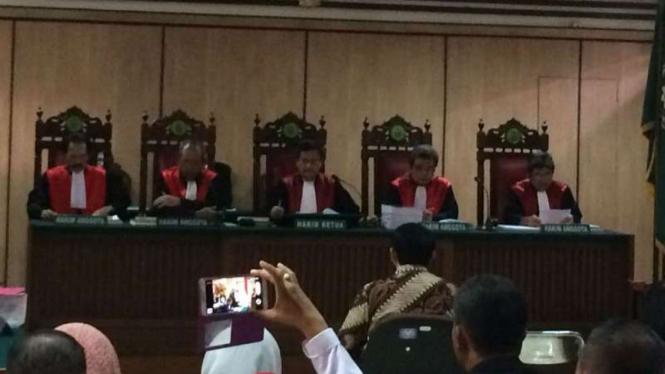 Proses sidang perkara penistaan agama Basuki Tjahaja Purnama alias Ahok