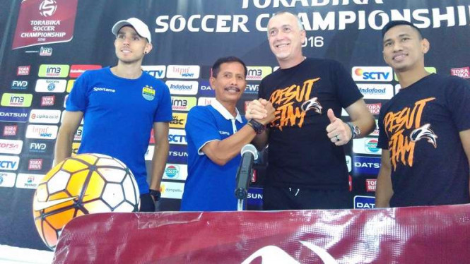 Pelatih Persib Bandung, Djadjang Nurdjaman dan pelatih PBFC, Dragan Djukanovic