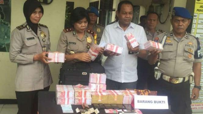 Polsek Pasar Rebo gelar barang bukti penipuan uang palsu bergambar Upin-Ipin