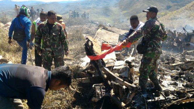 Pesawat Hercules tipe A 1335 milik TNI jatuh di Jayawijaya.