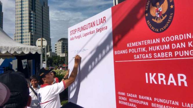Wiranto di Kampanye Budaya Anti Pungli di kawasan Patung Kuda, Jakarta Pusat