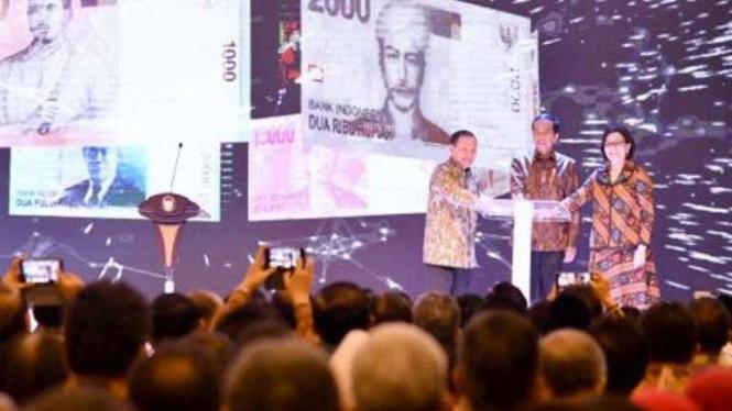 Presiden Joko Widodo, Gubernur BI dan Menteri Keuangan resmikan uang rupiah 2016