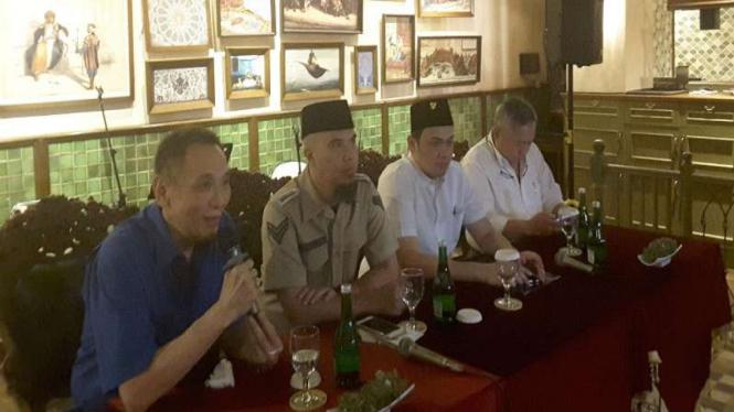 Ormas Tionghoa menobatkan Imam Besar FPI Habib Rizieq sebagai Tokoh Indonesia 2016.