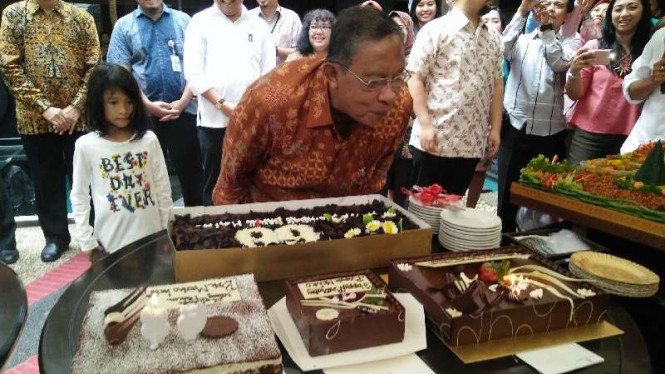 Menko Bidang Perekonomian, Darmin Nasution, merayakan ulang tahun ke-68
