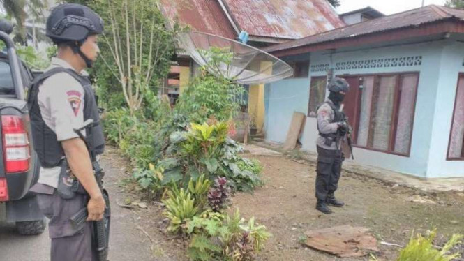 Densus 88 Mabes Polri tangkap terduga teroris di Payakumbuh, Rabu (21/12).