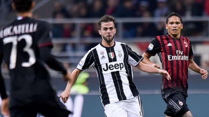 Pertandingan AC Milan melawan Juventus di ajang Serie A