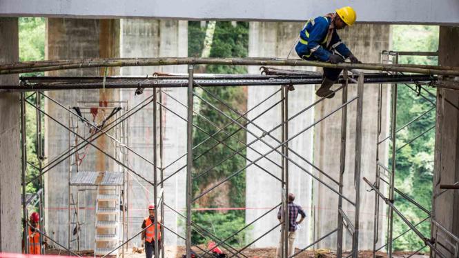 Perbaikan retakan Jembatan Cisomang di Purwakarta