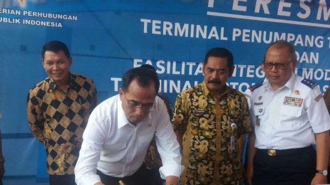 Menteri Perhubungan Budi Karya meresmikan Terminal Terpadu Tirtonadi Solo
