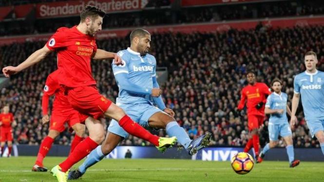 Proses gol dari Liverpool yang dicetak Adam Lallana