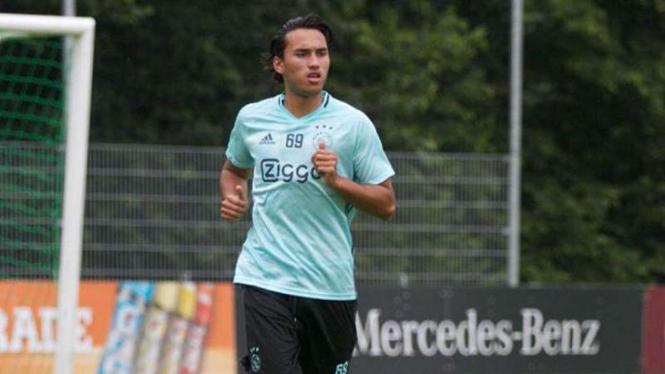 Pemain muda Ajax Amsterdam, Ezra Walian