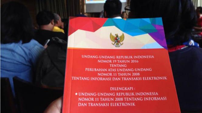 ilustrasi naskah UU ITE hasil revisi