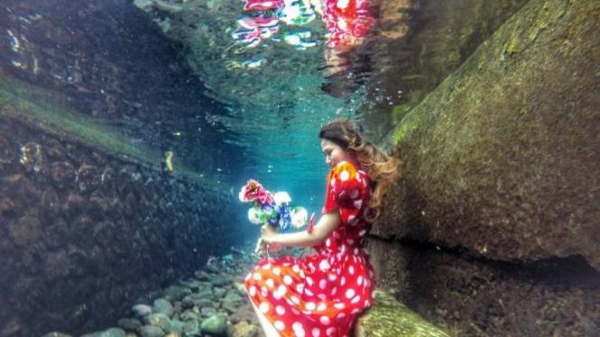 Foto di bawah air.