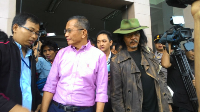 Mantan Menteri BUMN Dahlan Iskan bersama Sujiwo Tedjo
