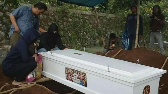 Pemakaman Ramlan Butarbutar di TPU Kalimulya, Cilodong, Depok.