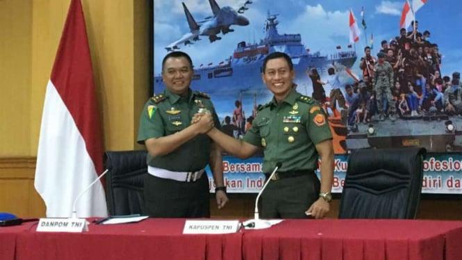 Danpom TNI Mayjen Dodik Wijanarko dan Kapuspen TNI Mayjen Wuryanto