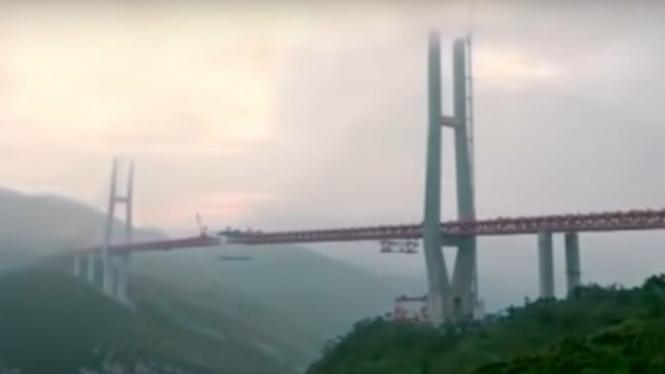 Jembatan Beipanjiang, China