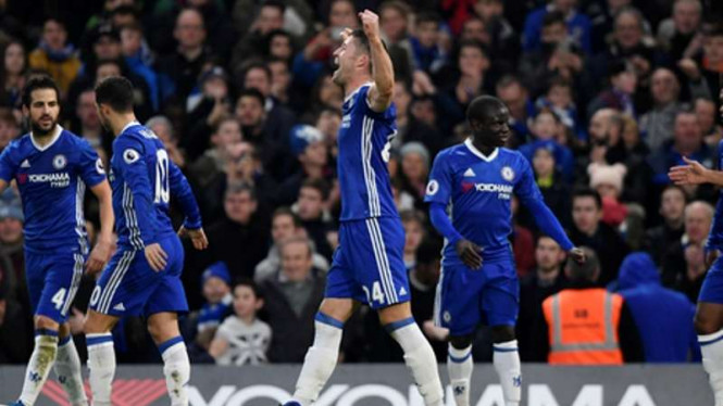 Para pemain Chelsea rayakan gol Gary Cahill