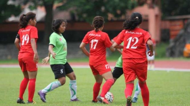 Pertandingan Persijap Kartini vs Putri Mataram di Bengawan Cup II