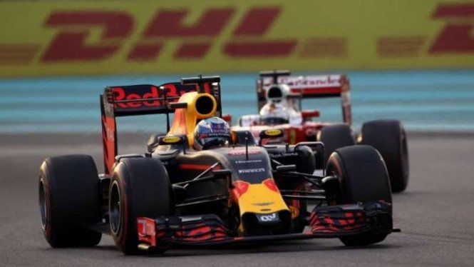 Pembalap Tim Red Bull Racing.